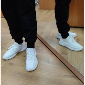 Женские кроссовки изи буст белые